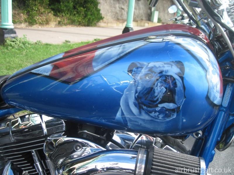 A bulldog airbrushed onto a Harley-Davidson tank