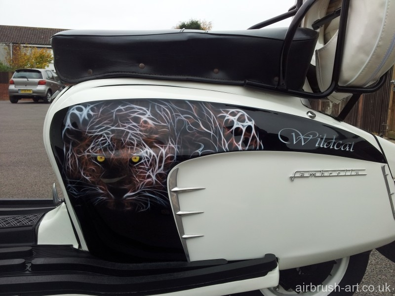 Airbrushed cat panel on Wildcat Lambretta.