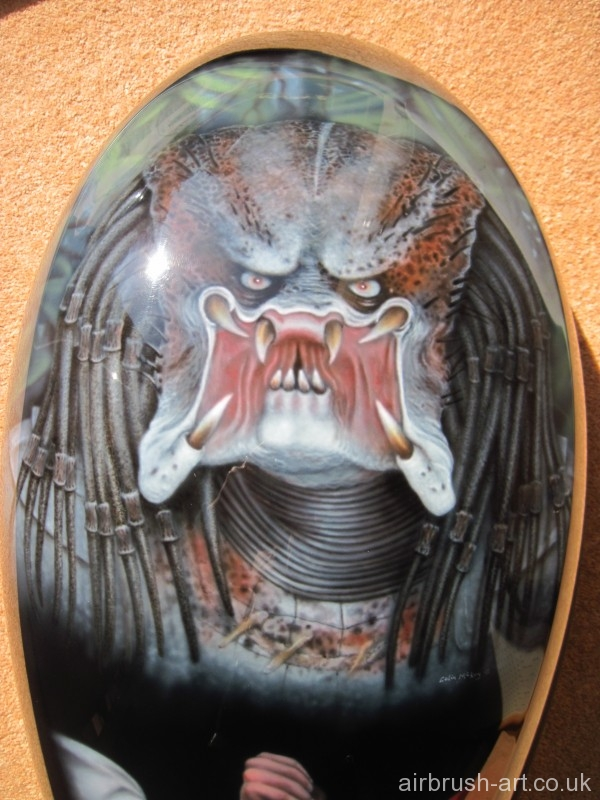 Airbrushed Predator head on Vrod tank.