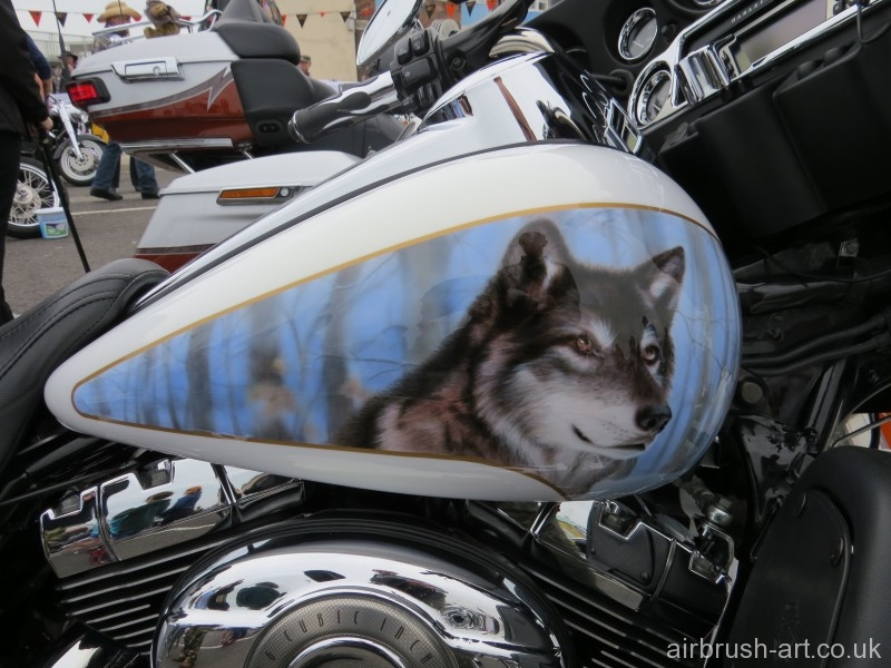 Grey black wolf on side of Electra Glide.